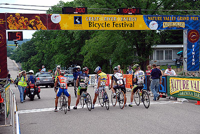 The leaders presented at start of the Cannon Falls road race