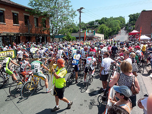 Racers gathered at the start. 