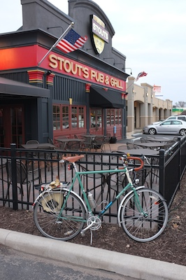 Stout's Pub inadequate bicycle parking facilities.